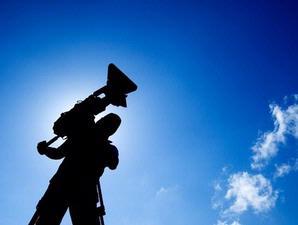 http://media.kompasiana.com/mainstream-media/2013/04/03/wartawan-itu-tuhan-bagi-para-penggila-dunia-547652.html